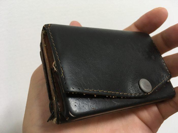 小さい財布 ブッテーロレザーエディションの色味の変化