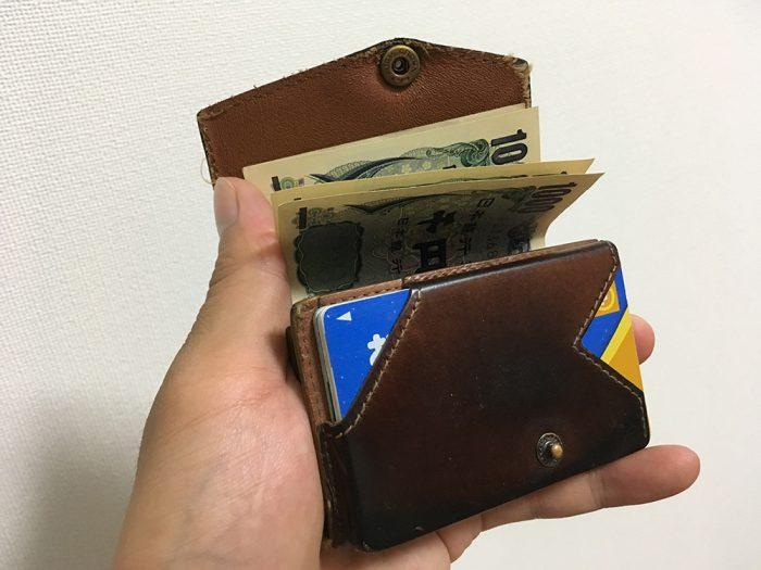 小さい財布 カード 落ちる