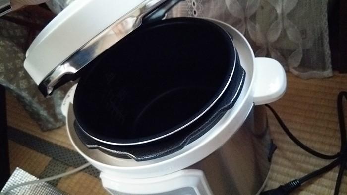電気圧力鍋のフタ